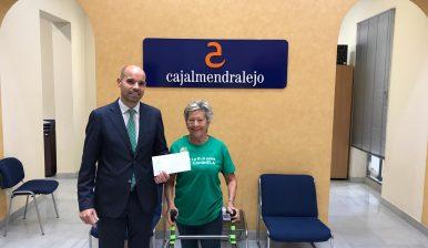 Caja Almendralejo Dona 1.000 € a ELA Extremadura